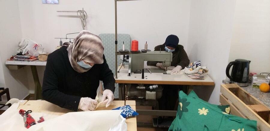Coronavirus: nella Locride migranti cuciono mascherine per tutti
