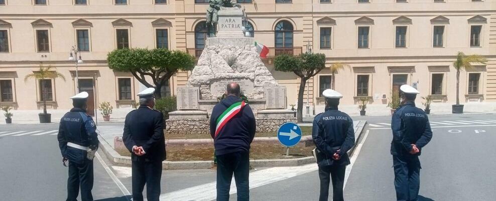"""Sindaco di Locri: """"Respingiamo al mittente gli insulti dei comunisti locali, non temiamo l'arroganza dei novelli partigiani"""""""
