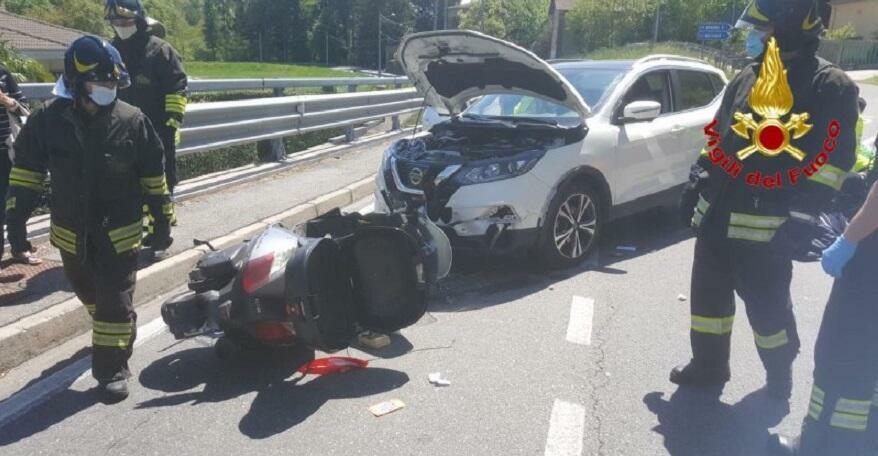 Incidente stradale tra un'auto e una moto, ferito un uomo