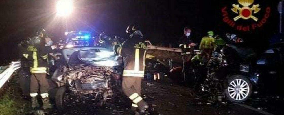 Gravissimo incidente stradale: due ragazze morte e cinque feriti in uno scontro frontale