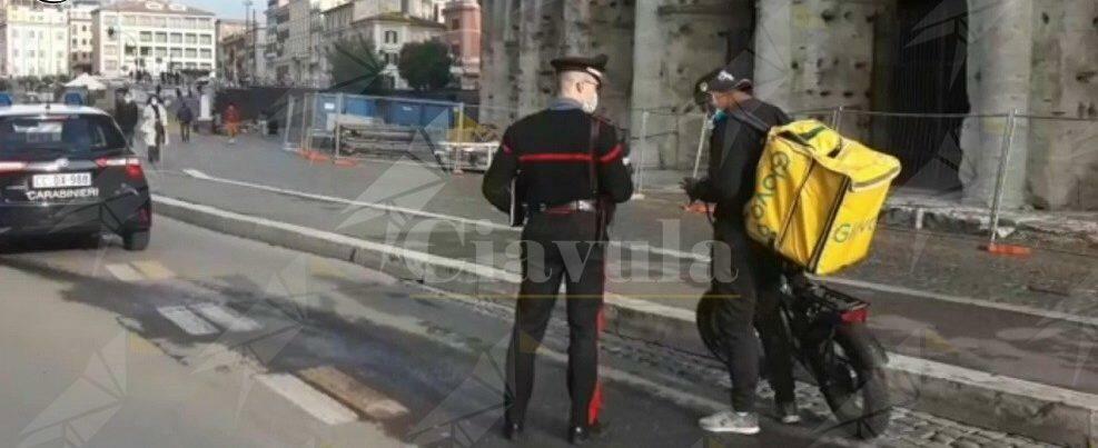 Food delivery e caporalato, i carabinieri ascoltano oltre mille riders in tutta Italia