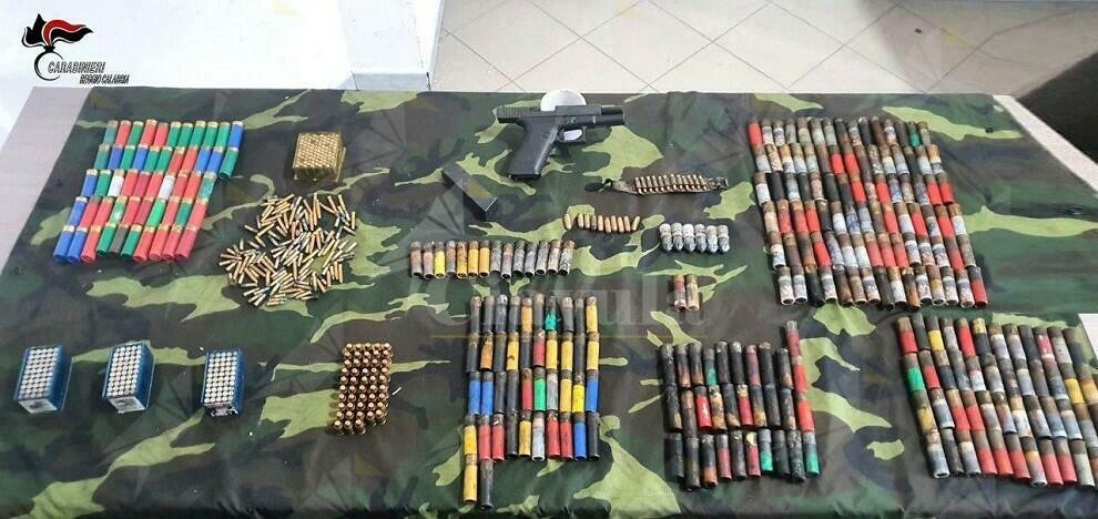 A Ciminà i carabinieri trovano un bunker, armi e munizioni