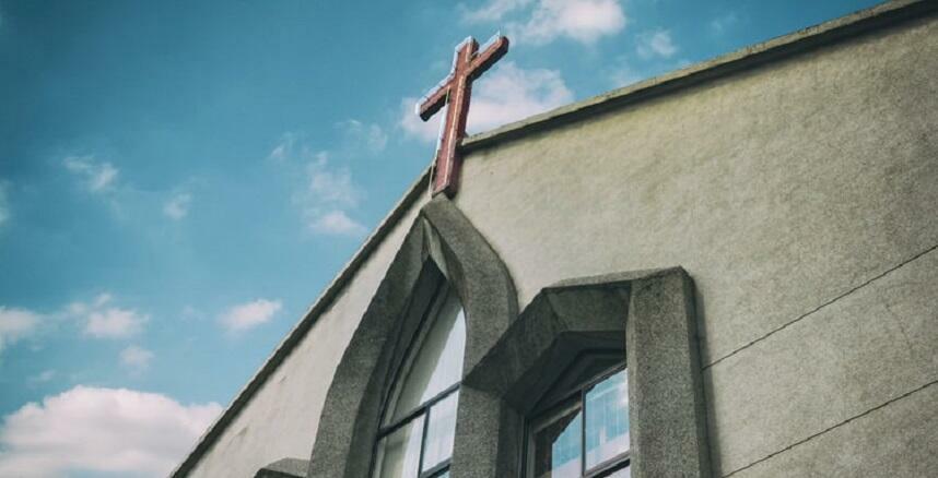 Al via le celebrazioni religiose: solita corsia preferenziale per la Chiesa