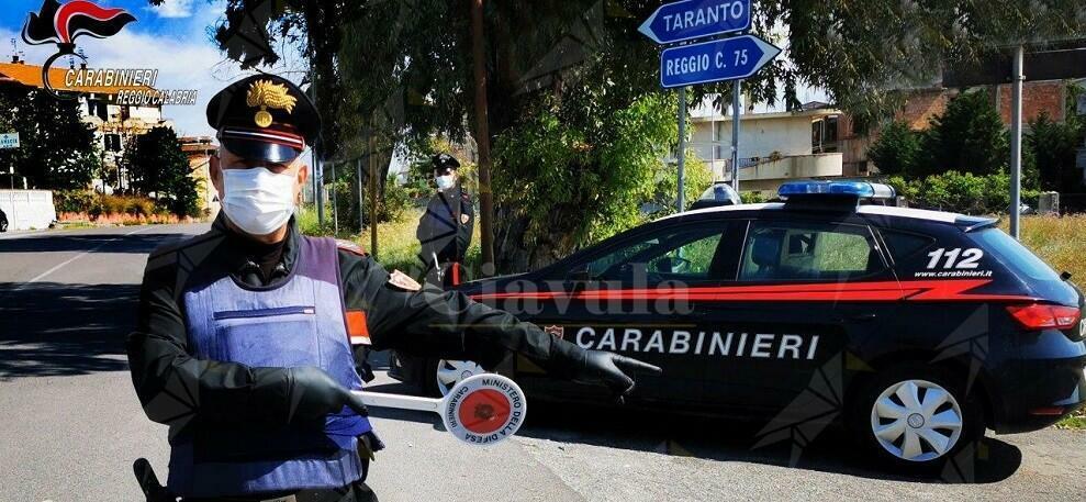 Forza un posto di blocco, inseguito dai carabinieri per 9 km, da Bovalino a Bianco