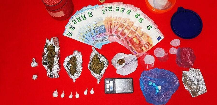 Calabria: sorpreso in possesso di marijuana e cocaina. Arrestato per detenzione ai fini di spaccio di sostanze stupefacenti