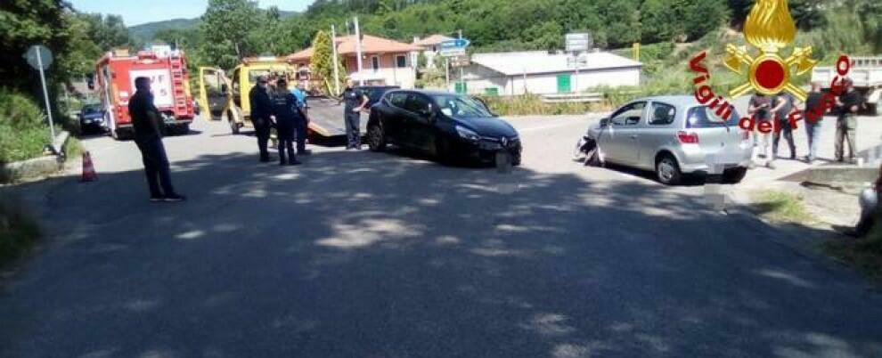 Incidente stradale tra due auto in Calabria, tre i feriti
