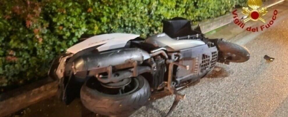 Tragico incidente tra auto e scooter, muore un ragazzo di 17 anni