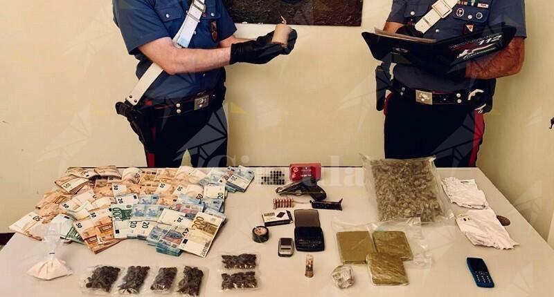 Trovato in possesso di una pistola, droghe e 55 mila euro in contanti. Arrestato