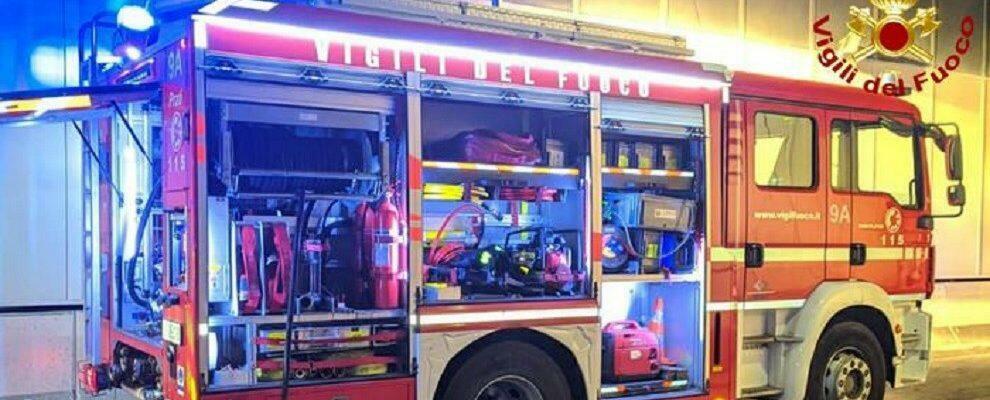 In fiamme uno stabilimento balneare in Calabria, indagini in corso