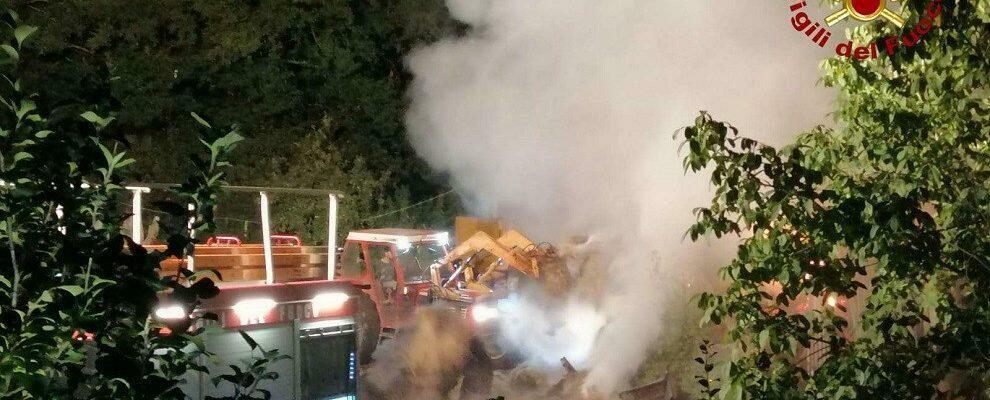 Incendio in un capannone nel vibonese, intervengono i vigili del fuoco