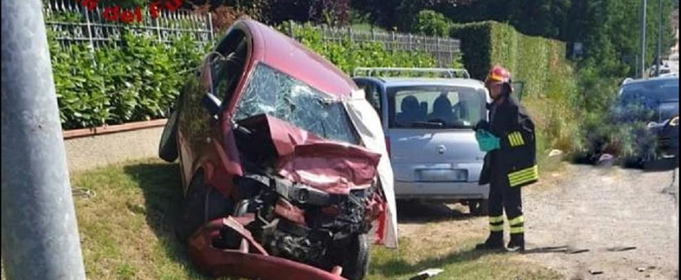Due fratelli perdono la vita in uno scontro frontale tra due auto. C'è anche un ferito