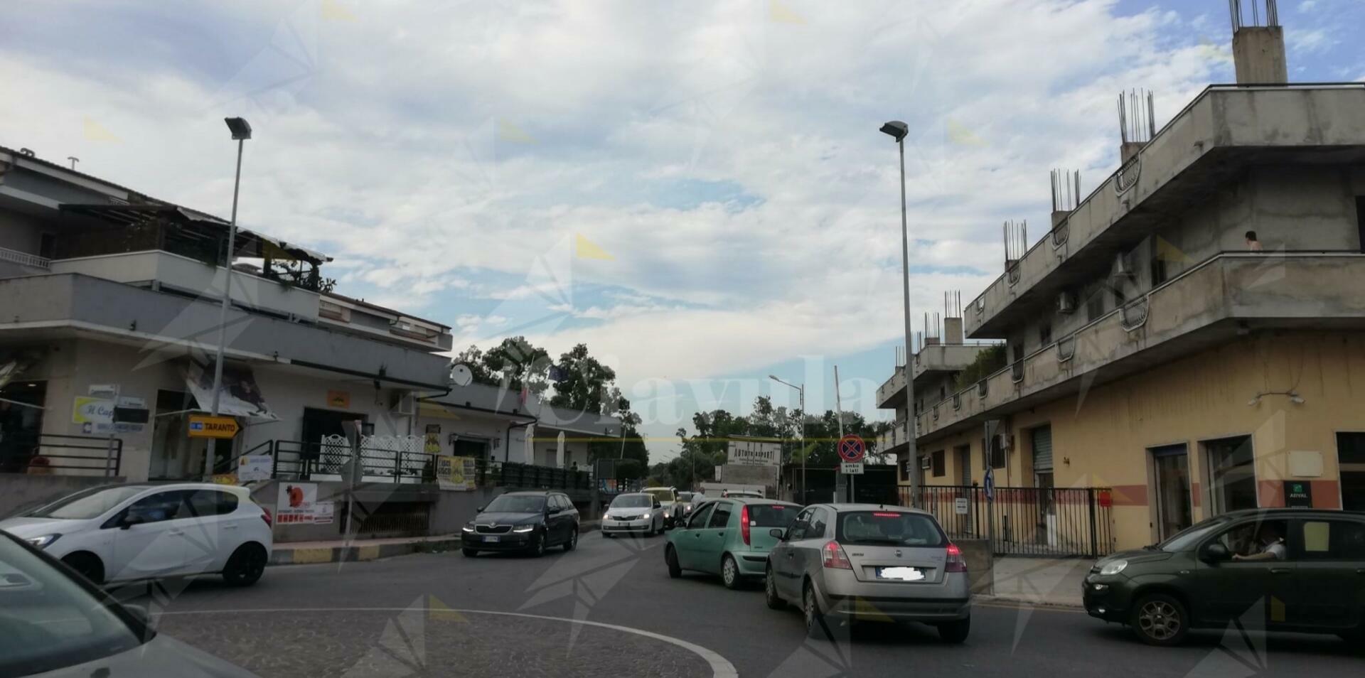 Traffico in tilt a Caulonia a causa dell'incendio di Aguglia
