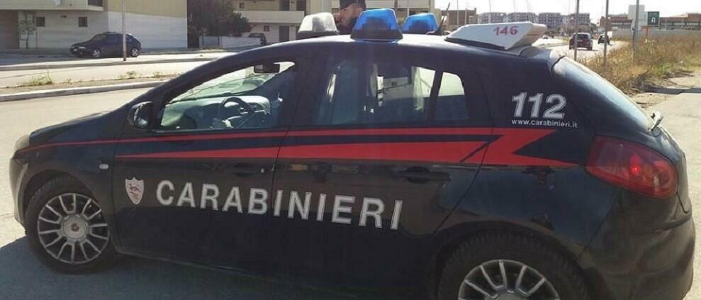 Non gli danno soldi e sequestra la mamma e il fratello, un arresto in Calabria