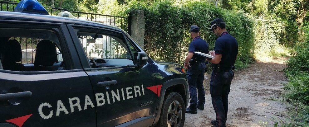 Tragedia in Calabria, muore colpito da un montacarichi mentre installava un condizionatore