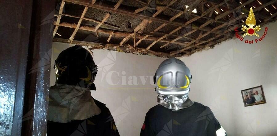 Calabria: crolla il  controsoffitto di un appartamento. Un ferito