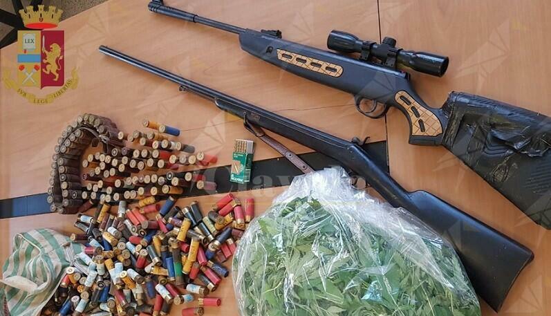 Trovato in possesso di hashish, marijuana, una carabina, un fucile e diverse munizioni