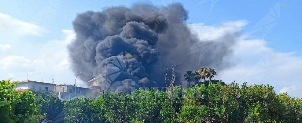 Incendio lungo la Statale 106 ad Aguglia di Caulonia