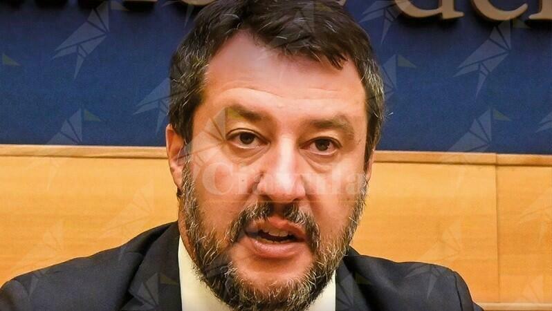Più di 35mila italiani morti. E Salvini non usa la mascherina