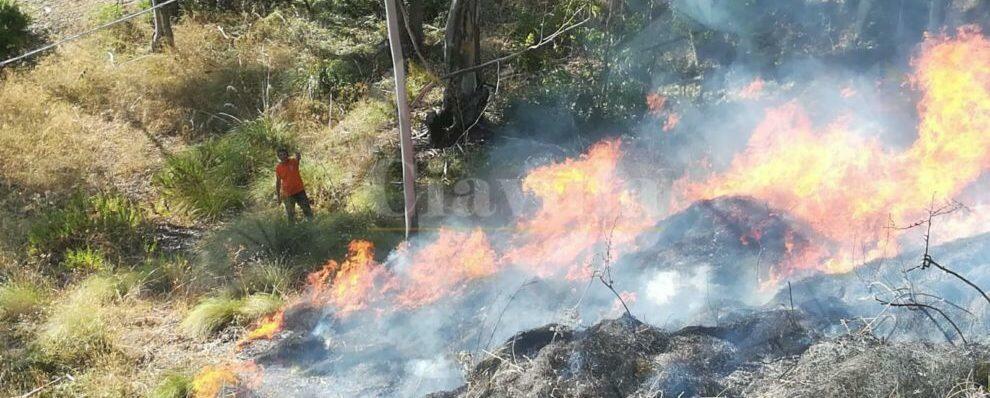 Incendio a Riace, interviene la protezione civile di Caulonia