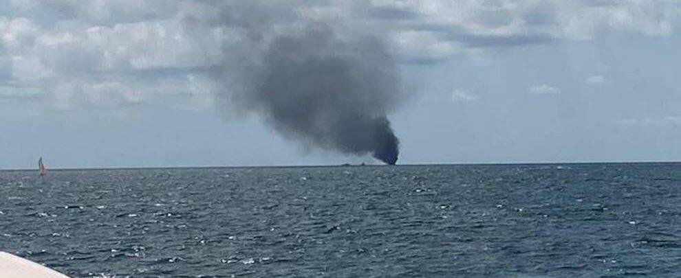 Al largo di Crotone esplode barca di migranti. Possibili vittime