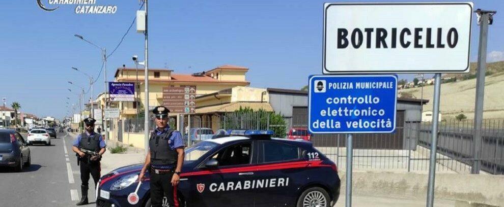 Atti sessuali con una 13enne adescata sui social in Calabria, in manette un autotrasportatore