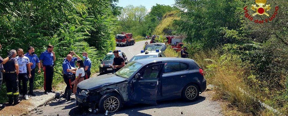 Terribile incidente stradale in Calabria, auto finisce in un burrone
