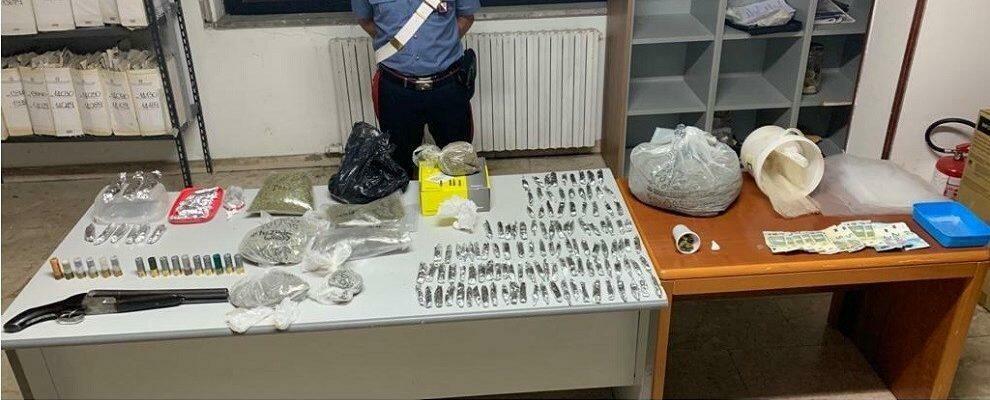 Beccato con un fucile a canne mozze, cocaina e oltre 2kg di marijuana: un arresto in Calabria