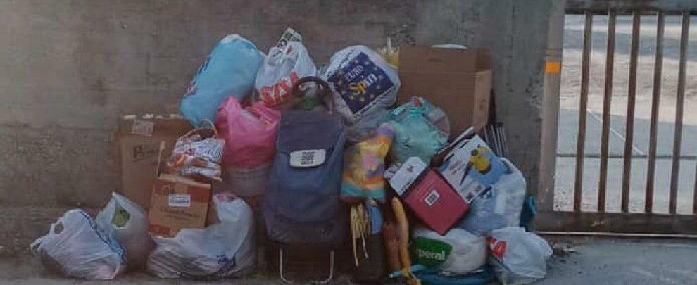 Caulonia, individuati gli zozzoni che hanno lasciato i rifiuti in strada a Ferragosto