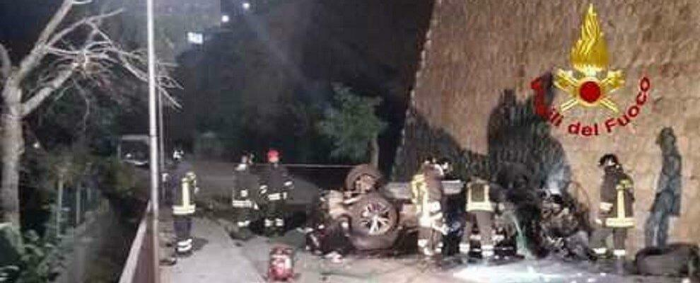 Perde il controllo dell'auto e fa un volo di oltre 20 metri, morto un ragazzo in Calabria