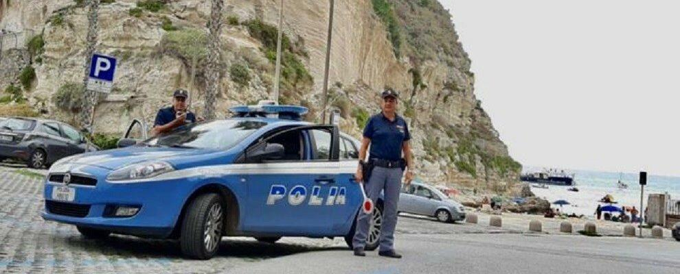 Turista beccato con hashish e cocaina, una denuncia in Calabria