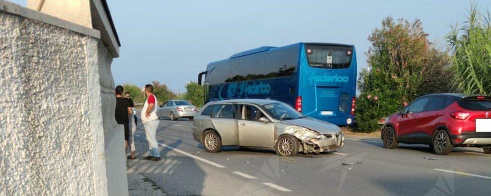 Scontro tra due auto sulla S.S. 106 a Vasì di Caulonia