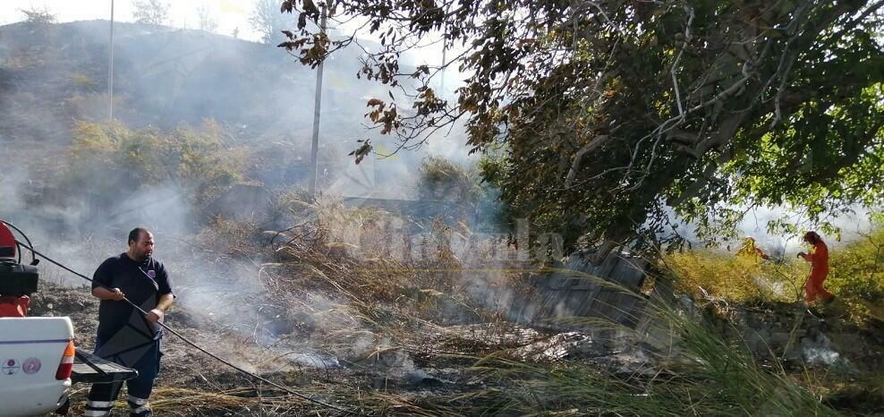 Doppio incendio a Caulonia superiore, sul posto la protezione civile