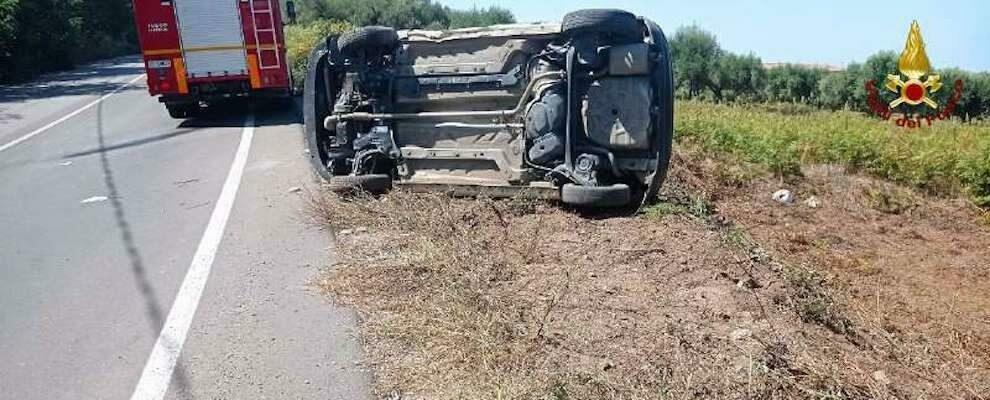 Calabria: violento scontro frontale tra due auto, una si ribalta
