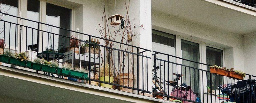 Sorpreso a spacciare droga dal balcone di casa, un arresto in Calabria