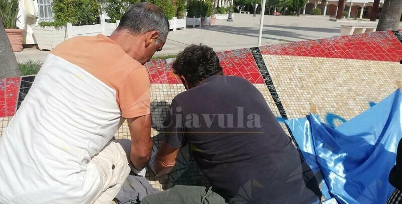 Il comune di Caulonia sta provvedendo alla cancellazione della scritta contro i Carabinieri