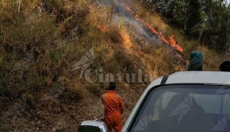 Incendio a Caulonia superiore. Sul posto la protezione civile