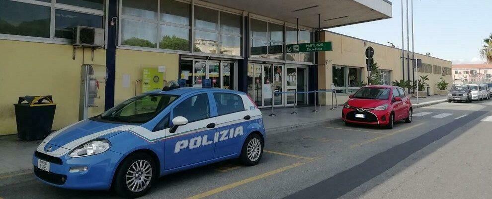 Ruba una valigia all'aeroporto di Reggio Calabria, scatta la denuncia