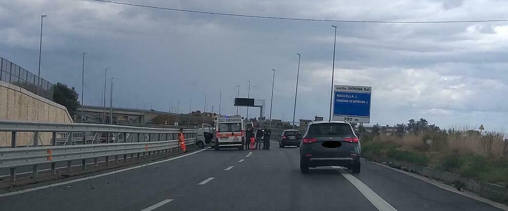 Incidente stradale sulla nuova statale 106 che collega Gioiosa a Caulonia