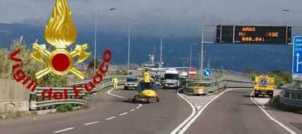Tre veicoli coinvolti in un violento incidente stradale in Calabria, sei persone rimaste ferite