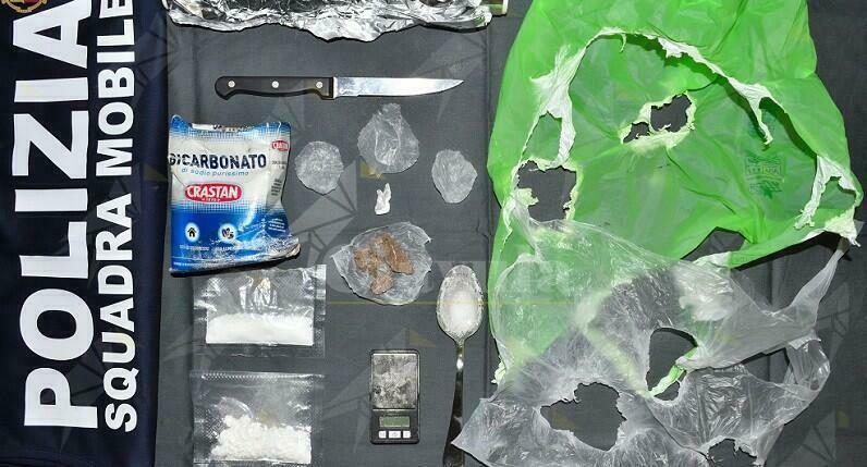 Trovato in possesso di cocaina ed eroina, arrestato