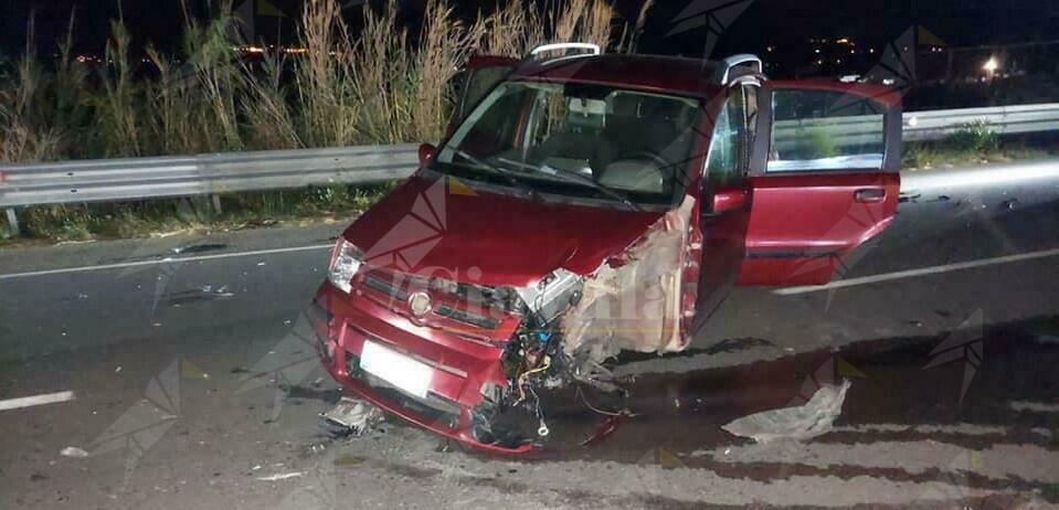 Bovalino, terrificante incidente stradale tra due auto