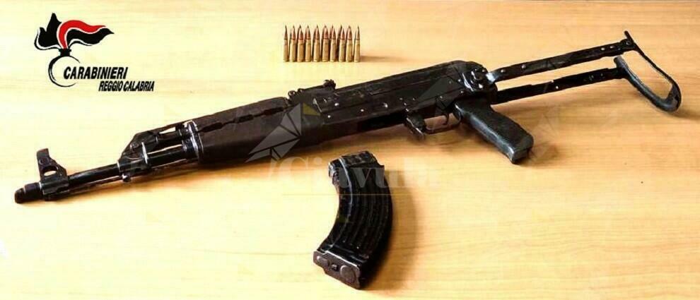 Ardore: Trovato in possesso di un Kalashnikov, arrestato