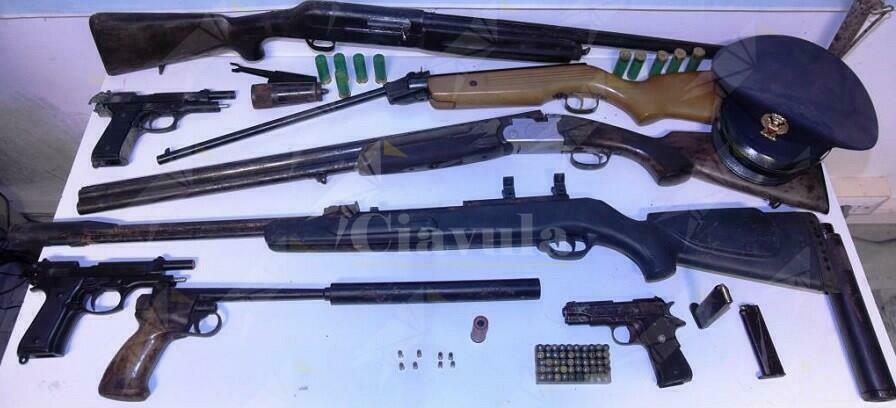 Calabria, eseguiti due arresti in flagranza di reato per detenzione abusiva di armi clandestine e detenzione di stupefacenti ai fini di spaccio