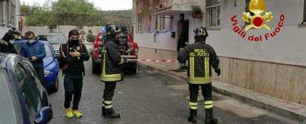 Calabria, scoppia incendio in un appartamento: muore un anziano