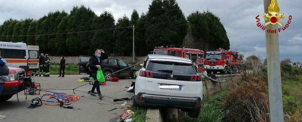 Tremendo incidente stradale in Calabria, auto rischia di precipitare in un fosso