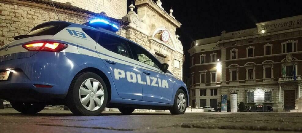 Arrestato per aver rapinato un negozio a Cosenza, indagini in corso per individuare il complice