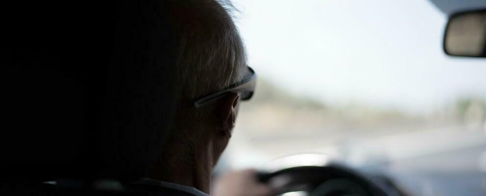 """""""Non ricordo perché sono qui"""": trovato un 90enne con l'auto in avaria in una piazzola dell'autostrada"""