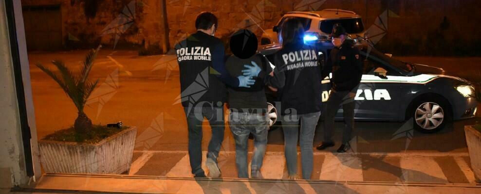 Spaccio di cocaina e hashish, arrestato pusher