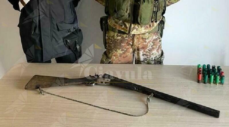 Ciminà, i carabinieri ritrovano un fucile e delle munizioni