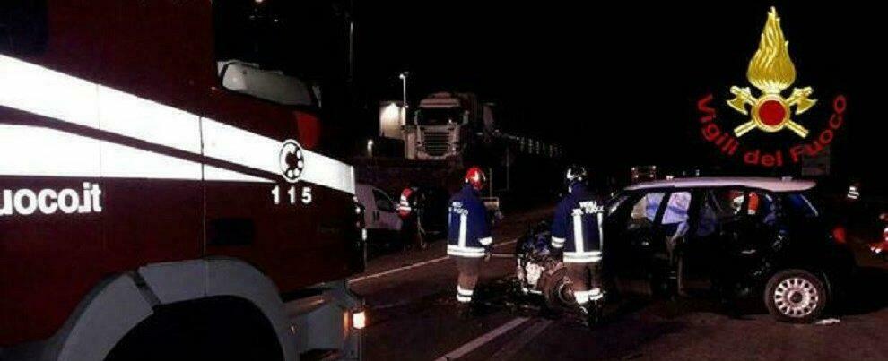 Incidente tra auto e furgone, tra i feriti due bambine di 7 e 4 anni